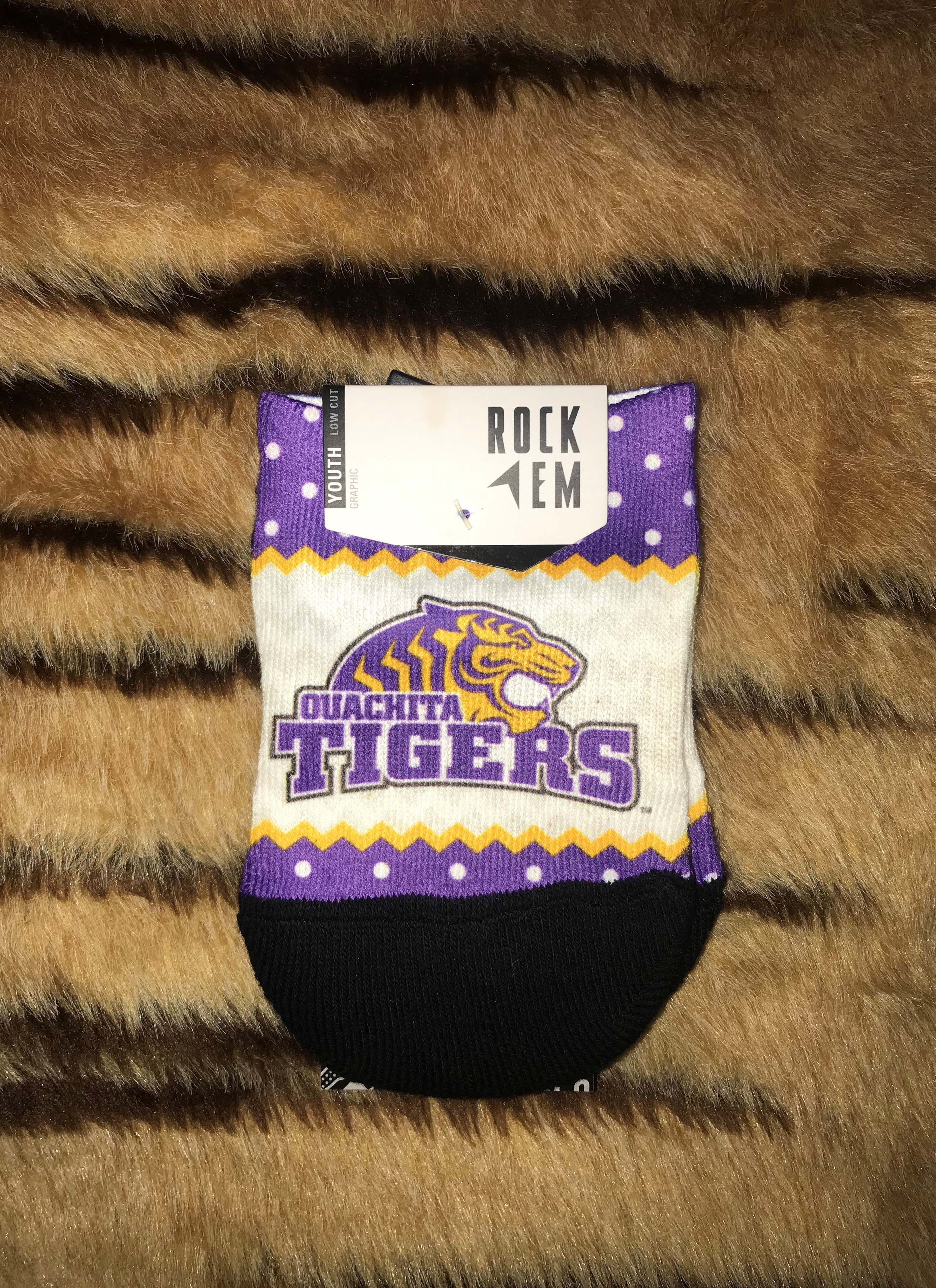 OUACHITA CHEVRON AND DOTS YOUTH ANKLE SOCKS